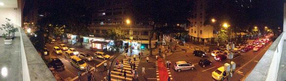 Viele Menschen - wenig Platz - starke Atmosphäre: Rua Figueiredo Magalhães (Copacabana)