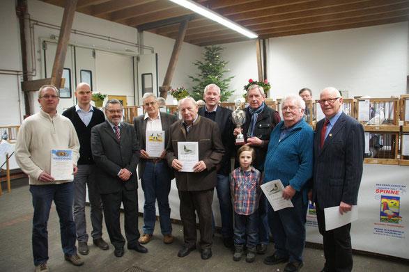 Die erfolgreichsten Brieftaubenaussteller der RV Oelde und Umgebung wurden am Samstag auf dem Drostenhof geehrt.