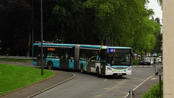 Iveco Urbanway 18 du réseau TUB de St-Brieuc en service sur la ligne A du réseau en destination de Cesson République, ici photographié au niveau de l'arrêt Prague.