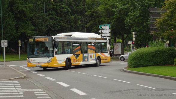 HeuliezBus GX327 du réseau QUB arrivant à l'arrêt Résistance de la ligne 1 en direction d'Université.