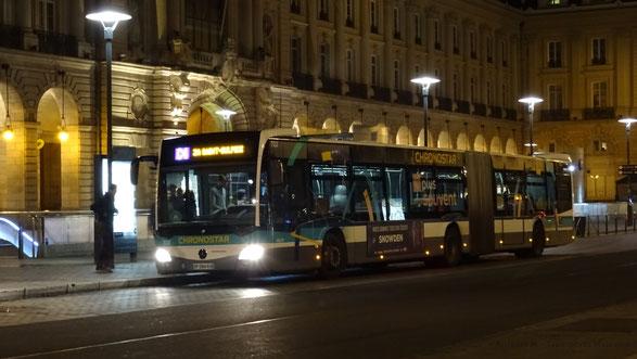 Mercedes Citaro 2 G du réseau STAR de Rennes Métropole photographié à l'arrêt République de la ligne C4 lors d'un service de soirée.