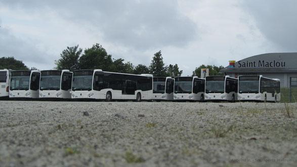 Vue sur les 9 Citaro 2 N du réseau achetés en 2014, alors qu'ils étaient encore en préparation chez le concessionnaire Mercedes.