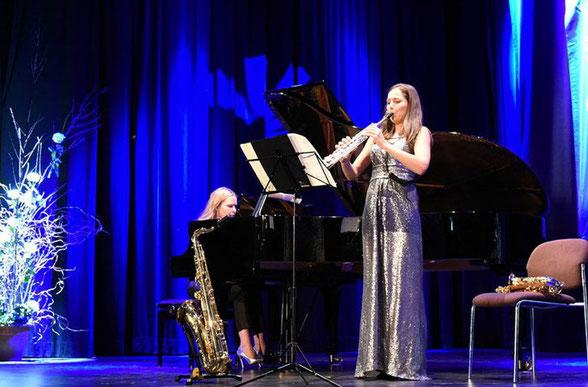 Valeriya Myrosh , Klavier         -            Asya Fateyeva, Saxophon
