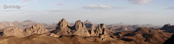 ALG01 - Algerien, Blick vom Assekrem 2726 Meter, Blick in das Hogger Gebirge