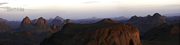 ALG02 - Algerien, Blick vom Assekrem 2726 Meter, Blick in das Hogger Gebirge; Sonnenuntergang