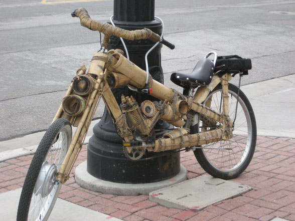 « Bamboo Bike » par Paul Duke from Ogden, USA — bamboo biker. Sous licence CC BY 2.0 via Wikimedia Commons - https://commons.wikimedia.org/wiki/File:Bamboo_Bike.jpg#/media/File:Bamboo_Bike.jpg
