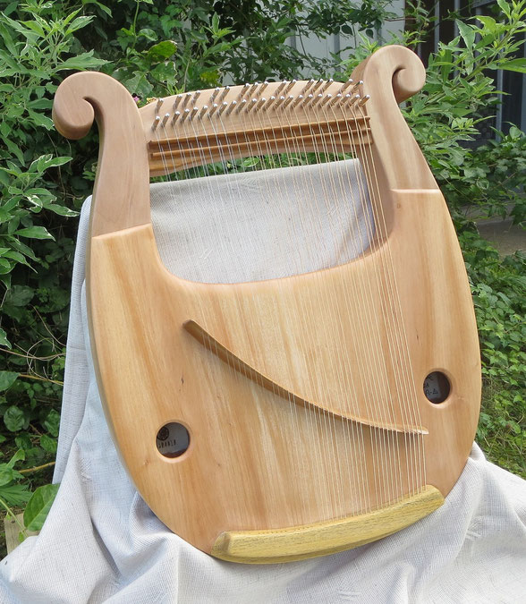 竪琴 ライアー てるる詩の木工房 あやはべる コンサートライアー クロマチックライアー 竪琴教室 音楽療法 シュタイナー 9弦 32弦 39弦 leier lyre