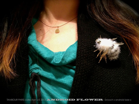 "Brooch :ANDROID BEE    Necklace : collection The Little Queen ""MIKI"""