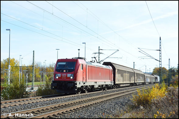 187 184-7 erklimmt am 14. November 2020 mit dem VW-Zug die Steigung in Chemnitz-Furth. Das Licht ist um die Mittagszeit leider ungünstig