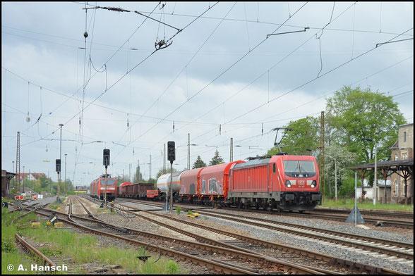 Mit gemischten Waren am Haken rollt 187 167-2 am 14. Mai 2021 durch Leipzig-Wiederitzsch