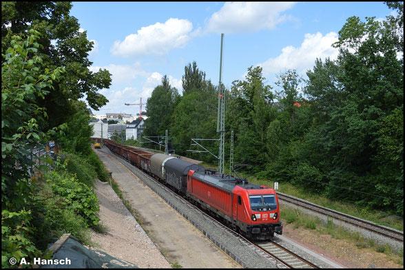 Mit dem EZ 51621 rollt 187 116-9 am 03. Juli 2021 durch das Chemnitzer Stadtgebiet