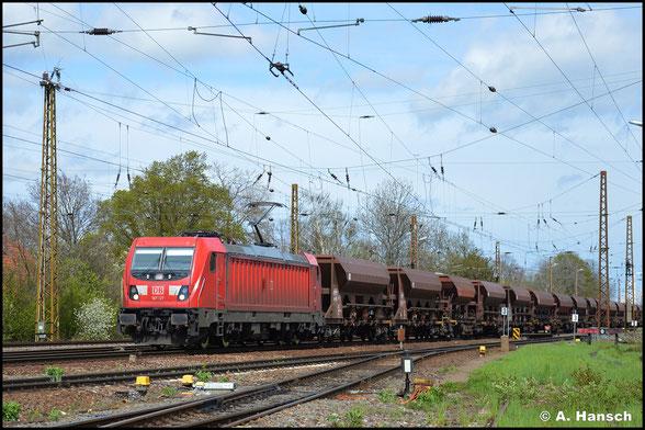 187 127-6 rollt am 05. Mai 2021 mit Schüttgutwagenzug durch Leipzig-Wiederitzsch