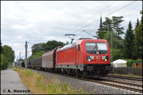 Mit 10 Wagen fällt der EZ 51716 am 8. Juli 2019 eher kurz aus. 187 156-5 ist mit diesem Zug in Grüna zu sehen