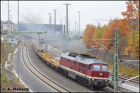 Am Morgen des 30. Oktober 2015 verlässt 231 012-6 mit DBV 93592 nach Königsborn den Chemnitzer Hbf. Geladen sind Altschwellen die von Gleisbauarbeiten in Chemnitz-Hilbersdorf stammen