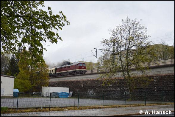 Eher selten, wegen der fehlenden Zugheizung, kommt die 231 zu Sonderzugehren. Am 22. April 2017 befördert 231 012-6 den DPE 20980 durch´s Chemnitzer Stadtgebiet