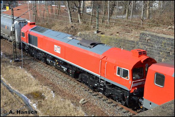 Am 21. März 2018 hat die Lok ein neues Gesicht. Sie trägt nun die Firmenfarben der MEG und ist als Lok 321 eingereiht. Mit Zementleerzug und hinter 143 204-6 durchfährt die Maschine Chemnitz-Süd