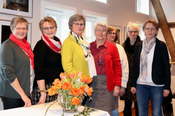 : Der Vorstand der Landfrauen Wellingholzhausen mit (von links)  Gisela Stüer, Monika Niederniehaus, Christa Hilker, Ulrike Heitland, Marlies Potts, Christiane Uhlemann, Maria Altemöller