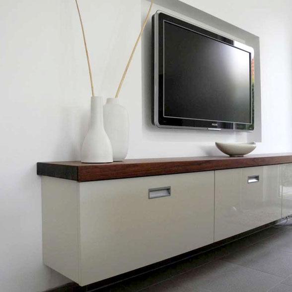 Sideboard in weiß mit Nussbaum Abdeckplatte