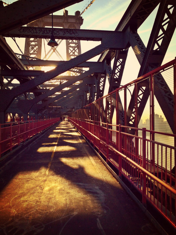 Morgens auf der Williamsburg Bridge in New York.