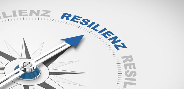 Kompass mit blauen Akzenten der auf das Wort Resilienz zeigt