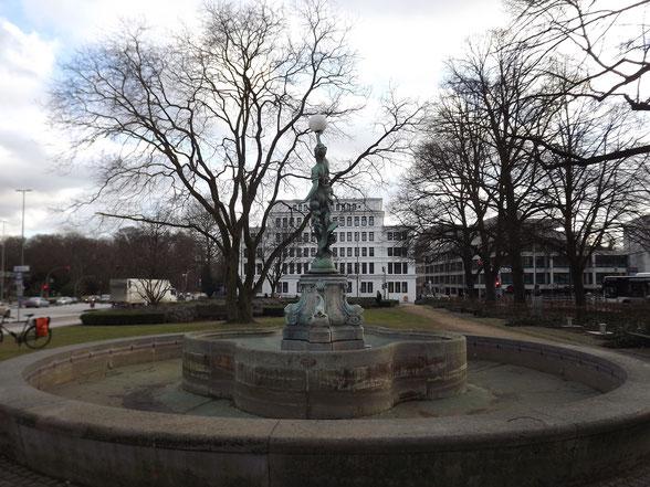 Puvogel Brunnen und Stormarn Haus