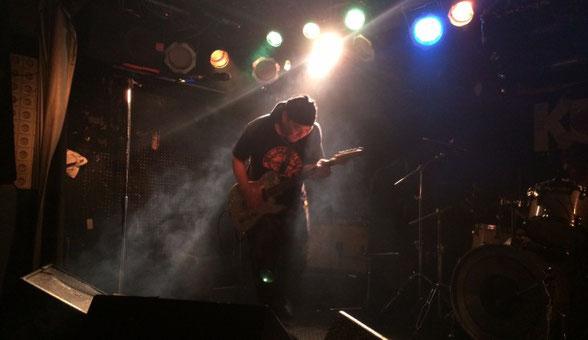 千葉県 K's Dreamでギターの演奏をしているトッキー常磐