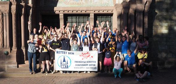 Gruppenfoto der Helfer*innen vom Sommerfest 2019, der Auftaktveranstaltung für die Aktion Rettet den BKT!