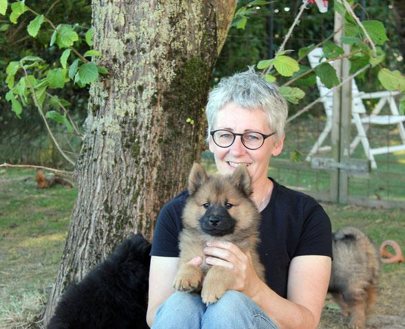 Ulrike Jürgensen mit Welpe, Eurasier aus der Zuchtstätte Riekendahl's