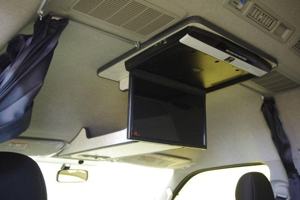 ハイエースに15インチフリップダウンモニターを設置!
