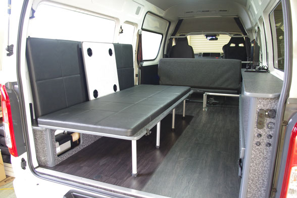 ハイエースに片面跳ね上げベッド、折り畳み式ベッドを付けるならOSPトランポキット