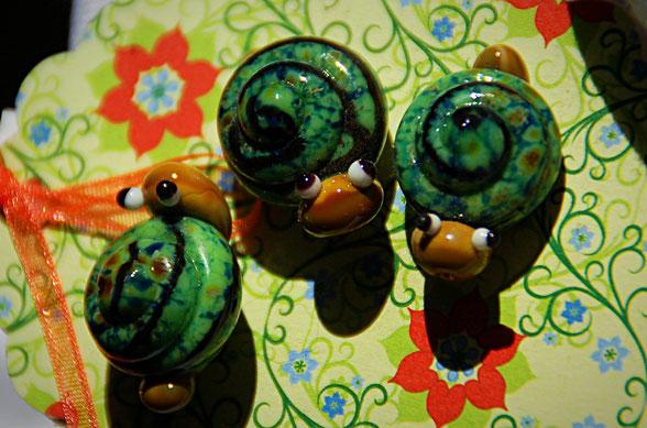 Schnecken - Knoepfe aus Glas - die kleine Perlenwerkstatt