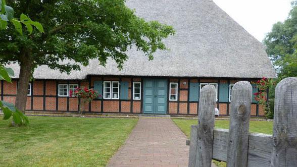 Bild Bury/ Eingang zur Übergangs-Bücherei.  Ab 06 Juli wird hier der Betrieb aufgenommen.