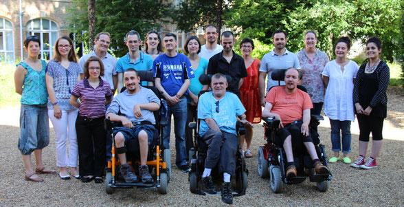 Les résidents et l'équipe de la Maison Saint Damien.