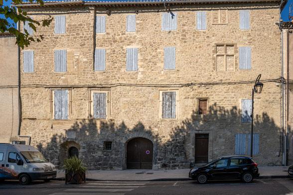 Bild: Mazan im Vaucluse mit dem Château Aostoaud Causans