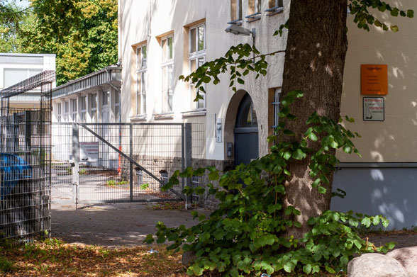 Eingang Sporthalle Barbarastraße