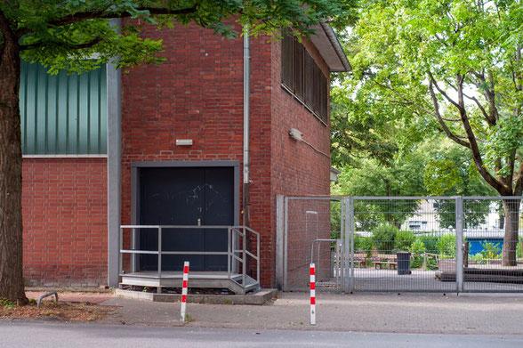Eingang Sporthalle Mataréstraße