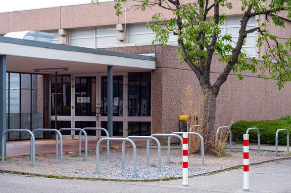 Eingang Dreifachhalle Gesamtschule Brand