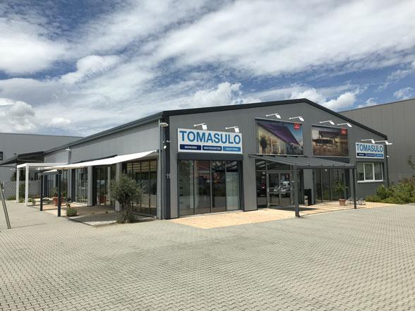 Tomasulo Front der Ausstellung mit Vordach