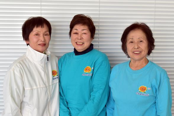向かって左から間瀬多栄子さん、木島会長、後藤勝子さん