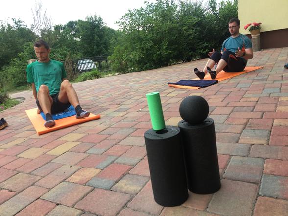 Strechingformen und Übungen mit der Black Roll