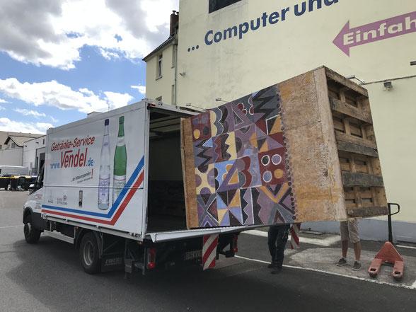 Transport der BonnBox von der Marienkirche zur Alten VHS Bonn