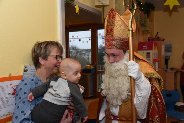 Auch die Kleinsten wollten den Nikolaus treffen. © Katrin Sijbom