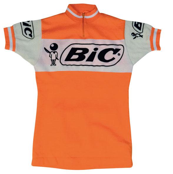 Bis 1974 leistete sich Bic ein Profiteam, dessen Erkennungszeichen das orange-weiße Trikot mit dem Werbeschriftzug und Logo war