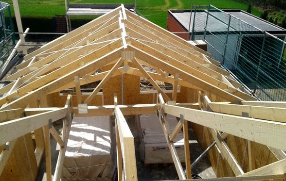 Entstehung eines Dachstuhls von Berg Schwedenhaus Holzhaus