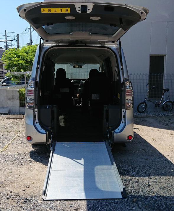 (中型)ヴォクシー車いす移動車