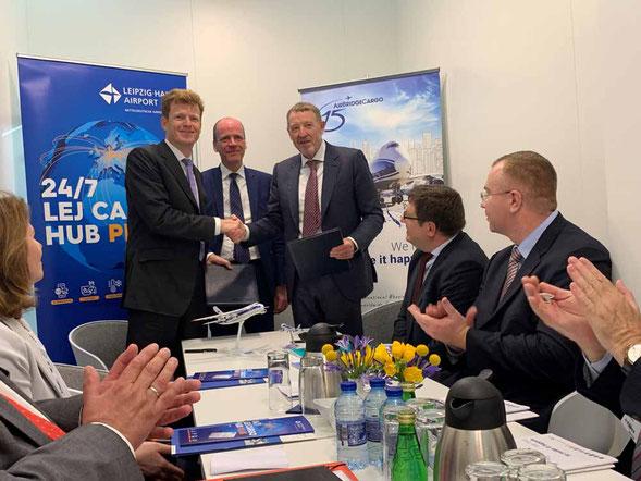 MoU signatories (l to r): Goetz Ahmelmann, CEO Mitteldeutsche Airport Holding  /  Matthias Hass, Finance Minister, Saxony  /  Alexey Isaikin, President V-D Group  -  courtesy ABC
