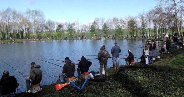 Jour de concours de pêche au plan d'eau de la Traverie
