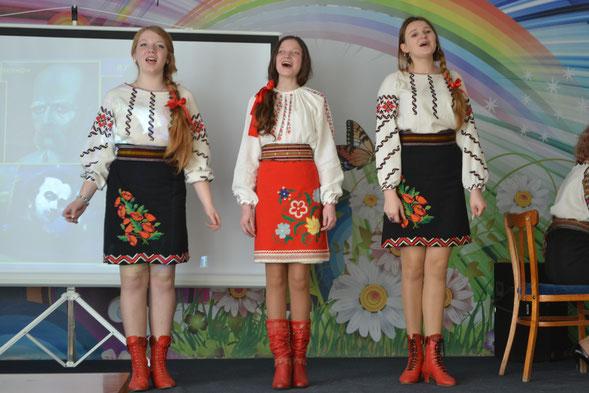вокально-хореографічний дитячо-юнацький естрадний колектив, керівник Дунець А.С.