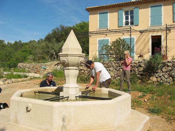 fontaine-pierre-octogonale-provencale-centrale-entrecasteaux-var-83-vente