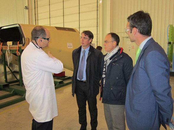 Un momento de la visita a la empresa Aernnova Andalucía.
